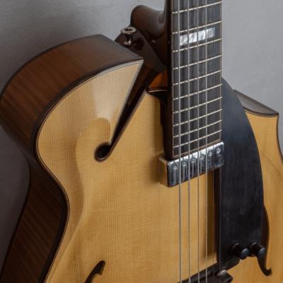 guitar jazz 5 fhole scroll