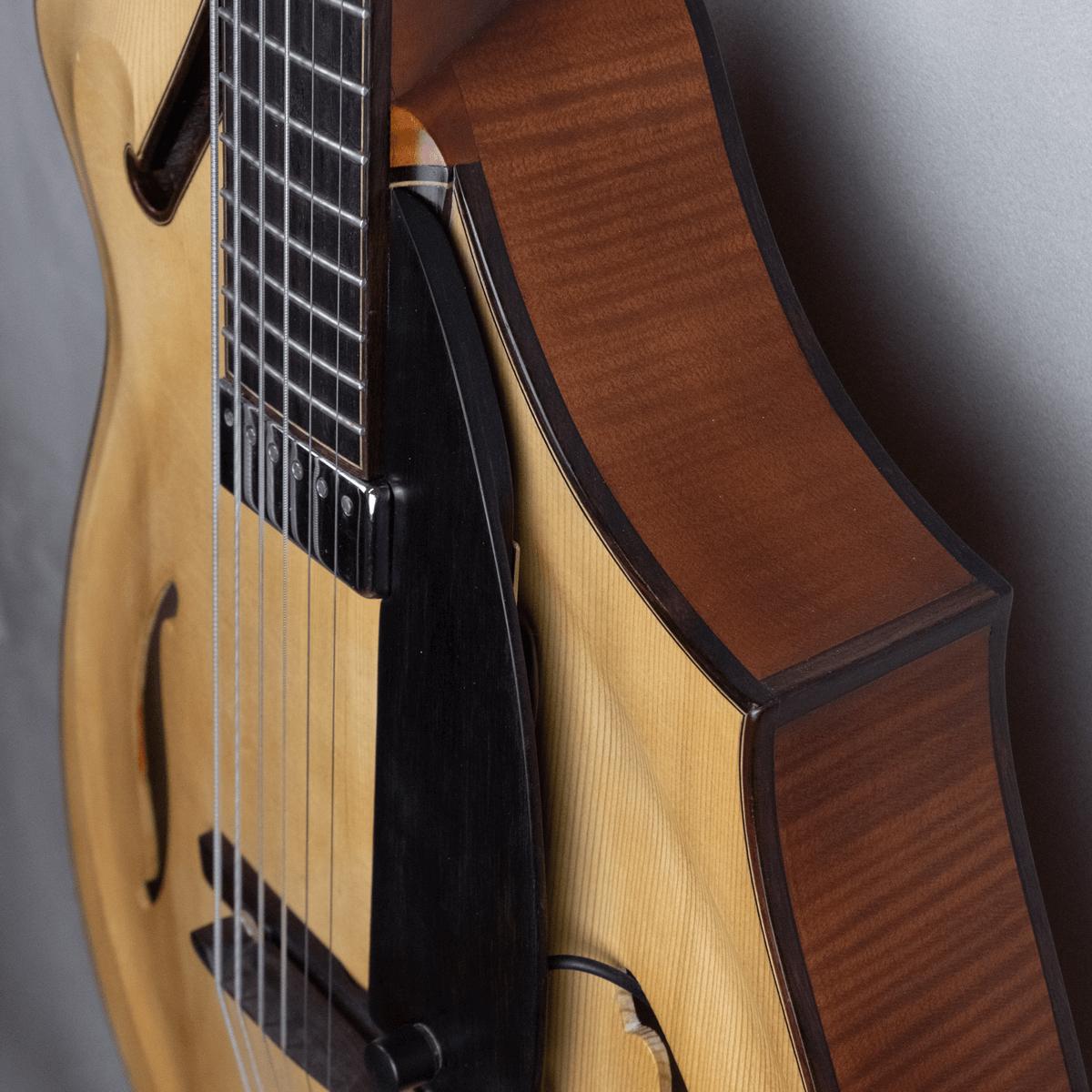 guitar jazz 5 fhole side